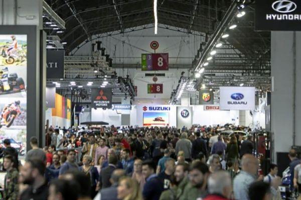 Vista de los asistentes este fin de semana al Salón Internacional de Automóvil, que se celebra hasta el próximo domingo en el recinto de Montjuïc