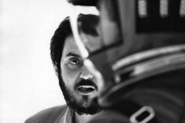 Stanley Kubrick surante el rodaje de la película '2001: Una odisea en el espacio'.