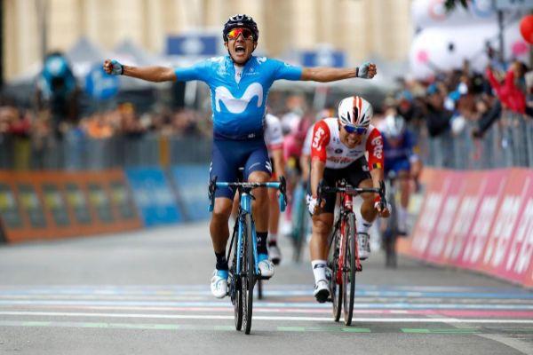 El ecuatoriano Richard Carapaz celebra el triunfo del hoy.