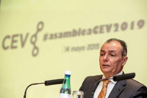El presidente de la CEV, Salvador Navarro, ayer durante su intervención en la asamblea general.