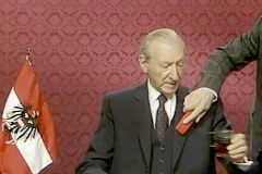 Una escena de 'The Waldheim Waltz', de Ruth Beckermann.