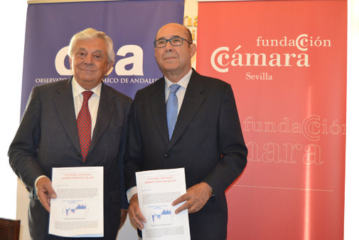 El presidente de la Cámara de Comercio, Francisco Herrero, junto al presidente del Observatorio Económico de Andalucía, Francisco Ferraro.