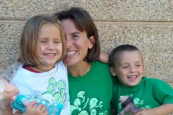 Sonia Maestre con sus hijos, Cristina y Álvaro.