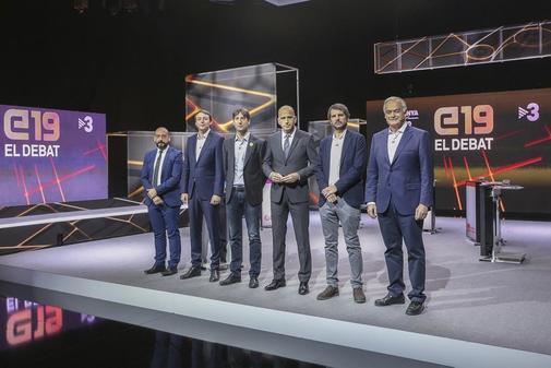 Aleix Sarri (Junts per Catalunya) no quiso posar en la foto de grupo con Jordi Cañas (Ciutadans), Esteban González Pons (Partit Popular), Javi López (Partit dels Socialistes de Catalunya), Ernest Urtasun (En Comú Podem) i Jordi Solé (Esquerra Republicana).