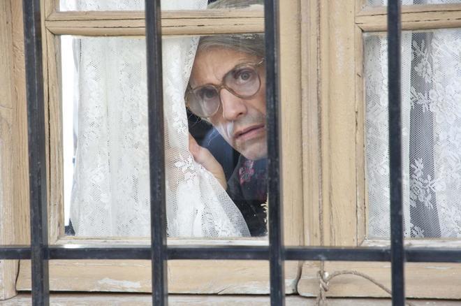 El humorista José Mota en el papel de 'La vieja del visillo'.