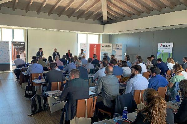 Más de 100 empresarios y hoteleros acudieron ayer al Barceló Albatros a presenciar el Gran Debate Hotelero.