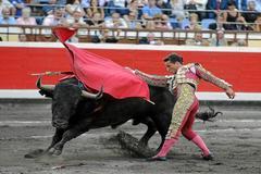 Urdiales torea un victorino en una feria anterior de Bilbao.
