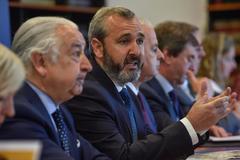 Iñaki Garcinuño, presidente de Cebek, interviene en la comparecencia ante la prensa.
