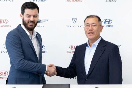 Mate Rimac, fundador de Rimac, junto a Euisun Chung, vicepresidente...