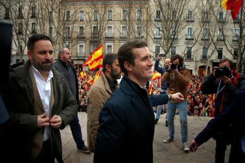 Pablo Casado y Santiago Abascal, en la concentración que pedía...