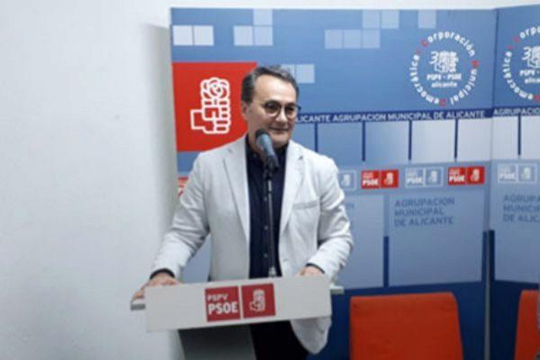 Francisco Sanguino (PSOE), desgranando su programa electoral.