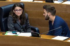 La vicepresidenta del Consell, Mónica Oltra, junto al portavoz de Compromís, Fran Ferri.