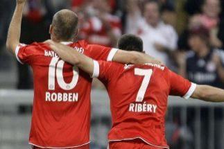Los jugadores del Bayern Arjen Robben y Franck Ribery