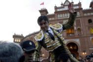 Miguel Ángel Perera salió por la Puerta Grande de Las Ventas por sexta vez en su carrera como matador de toros.
