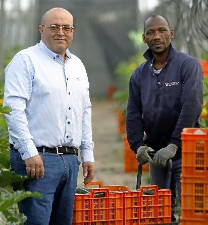Bonilla y su empleado Ibrahim Doumbia.