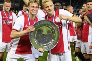 El Ajax, con 119 goles, cierra su primer doblete en Holanda desde 2002