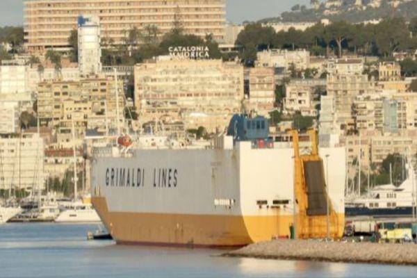 El Grande Europa de Grimaldi Lines atracado en el puerto de Palma tras...