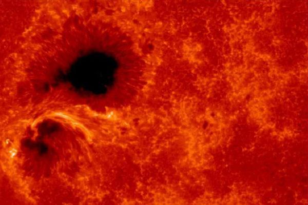 Imagen de una tormenta solar captada por la sonda japonesa Hinode.