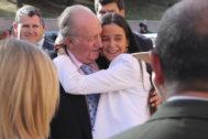 Don Juan Carlos y su nieta, Victoria Federica, se abrazan a las puertas de Las Ventas.