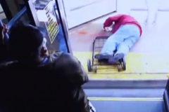 Una brutal agresión a un anciano en un autobús acaba en homicidio
