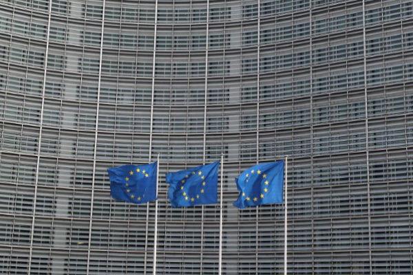 Banderas europeas frente a la Comisión, en Bruselas.