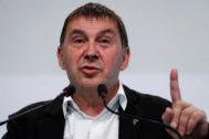 """Otegi advierte al PSOE de que la """"vía policial y judicial"""" no es el camino y se pregunta """"¿por qué ahora?"""""""