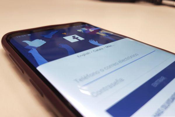 Facebook quiere sabes quiénes son tus mejores amigos para que aparezcan más en tu muro