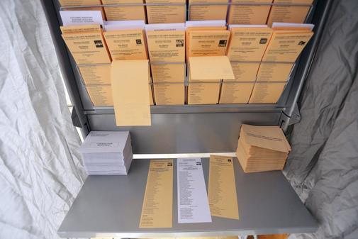 Papeletas en unas elecciones municipales, en foto de archivo.