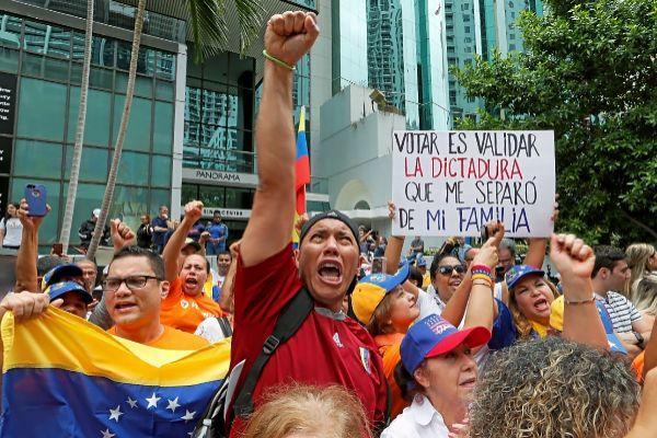 Un grupo de venezolanos exiliados llaman a boicotear las anteriores elecciones, en Miami.