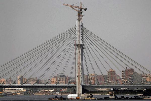 El puente Tahia Masr recién inaugurado en El Cairo.