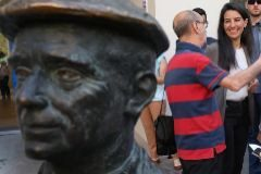 Gira de Rocío Monasterio por el 'cinturón rojo' de Madrid en busca del voto obrero