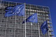 Banderas de la Unión Europea (UE) ondean frente a la sede de la Comisión Europea.