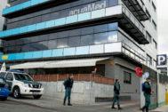 La Guardia Civil registra la sede de la empresa Acuamed en enero de 2016.