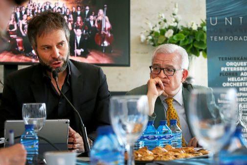 El director del Adda Josep Vicent y el diputado de Cultura durante la presentación ante la prensa del nuevo ciclo sinfónico.