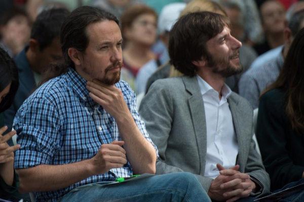 Pablo Iglesias, y el candidato a la presidencia de Navarra Mikel Buil en un mitin.