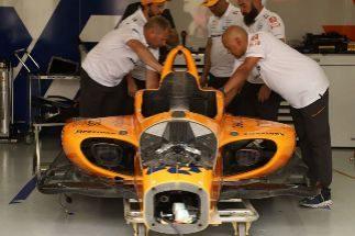 Alerta roja para Alonso en Indianápolis tras otra jornada sin poder rodar
