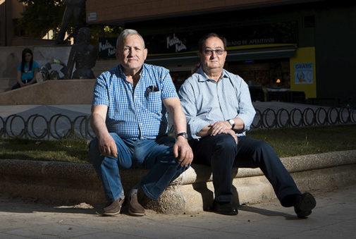 Pascual y Antonio, víctimas del atentado, ayer, en Zaragoza.
