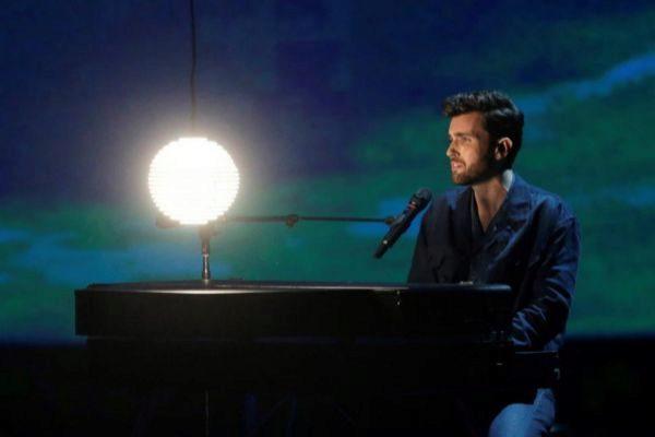 Duncan Laurence, de Países Bajos, en la segunda semifinal de Eurovisión 2019