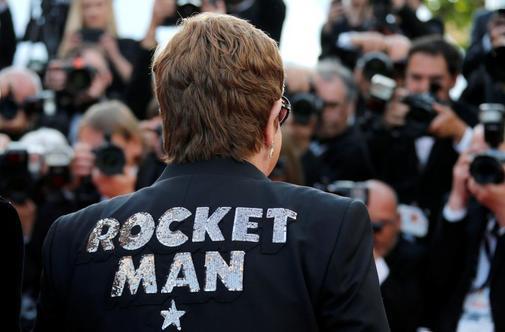 Elton John en la alfombra roja del Festival de Cannes.