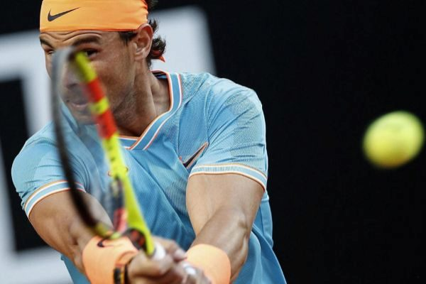 EPA6055. ROMA (ITALIA).- El tenista español Rafa <HIT>Nadal</HIT> en acción ante el georgiano Nikoloz Basilashvili durante un partido disputado este jueves por el pase a cuartos de final del Masters 1000 de Roma (Italia). <HIT>Nadal</HIT>, número 2 del ránking ATP y ocho veces campeón, arrolló 6-1 y 6-0 este jueves al georgiano Nikoloz Basilashvili, número 18 del <HIT>mundo</HIT>.