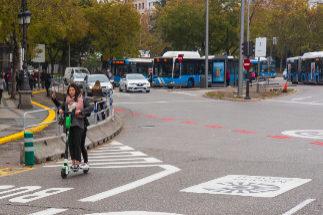 Entrada al perímetro de Madrid Central, pintado de rojo.