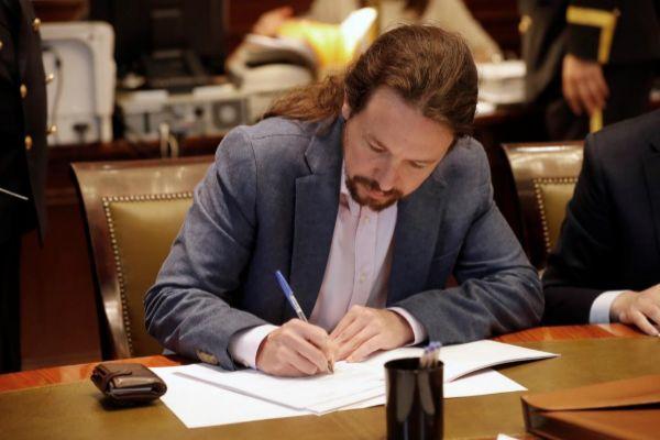 Pablo Iglesias, formalizando la presentación de credenciales en el Congreso de los Diputados.