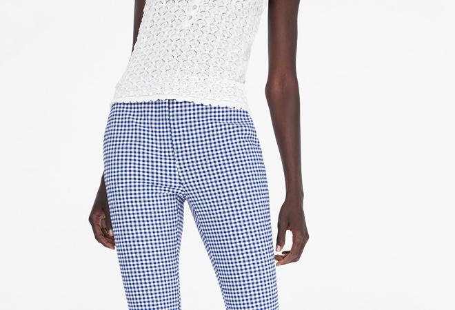 El top de cuadros vichy de Zara que mejor queda con 'jeans'
