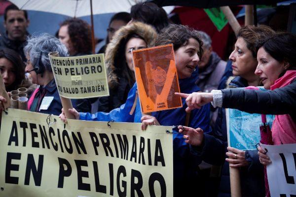 Trabajadores de los centros de salud de atención primaria en la manifestación.