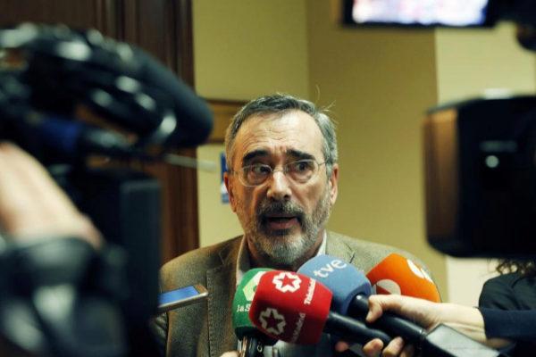 Manuel Cruz, momentos antes de una reunión del Grupo Socialista en el...