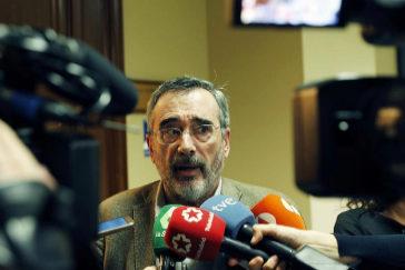 Manuel Cruz, momentos antes de una reunión del Grupo Socialista en el Congreso.