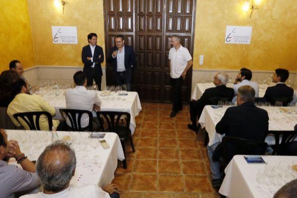 Un momento de la presentación de los vinos de Vega Sicilia en la Escuela de Catas de Alicante.