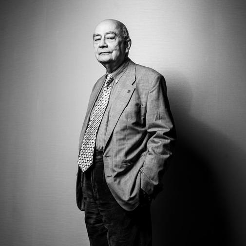 El historiador Henry Kamen (Rangún, 1936), fotografiado en Barcelona, donde reside desde hace medio siglo.