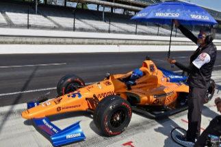 Alonso vuelve a rodar en Indianápolis: 24º tras 77 vueltas