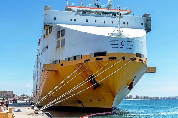 El buque 'Grande Europa' amarrado en el muelle de Palma, donde se el armador debe efectuarle una evaluación antes de presentar un plan de actuación.